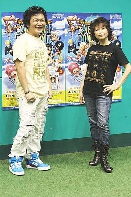 ワンピースのイベントが開幕し、声優の山口勝平さん(ウソップ役)や田中真弓さん(ルフィ役)が登場(左から)