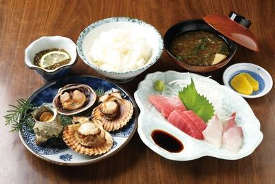 志摩名物のアッパッパ貝はプリプリで旨味が濃厚!「ヨット定食」(税込 1800円) / 磯料理ヨット