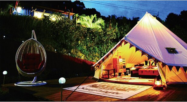 テント内には冷暖房も備え、通年利用可能 / NANGORA HILLS