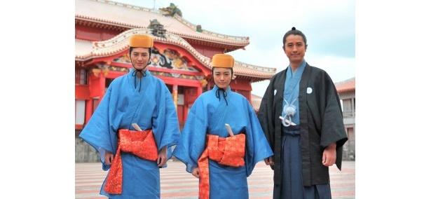 「テンペスト」の出演者たち(左から)塚本高史、仲間由紀恵、谷原章介