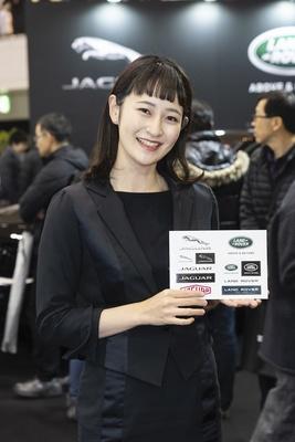 【写真を見る】「福岡モーターショー2019」で見つけた美女