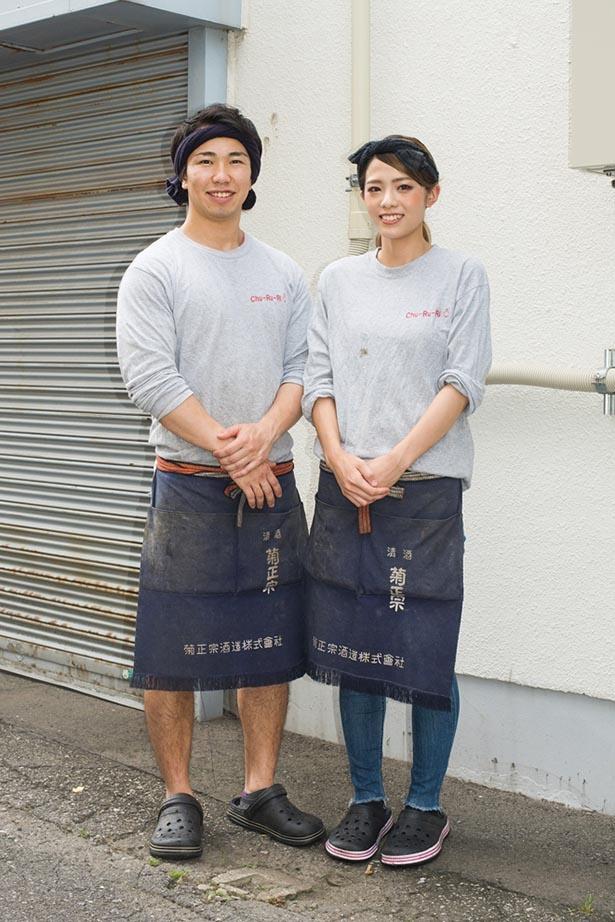 27歳の若き店主・関口翔也さん (左)。 南奈々さん(右) など「けいすけ」 時代の後輩を引き連れ、独立