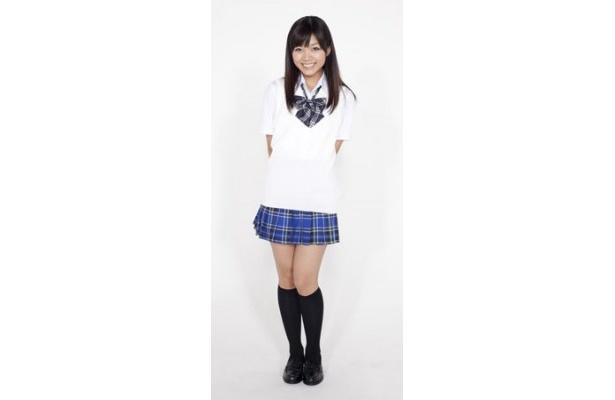 園田海未役の三森すずこは「探偵オペラ ミルキィホームズ」のシャロ役で人気