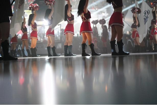 感動的な音と光の演出は室内スポーツならでは