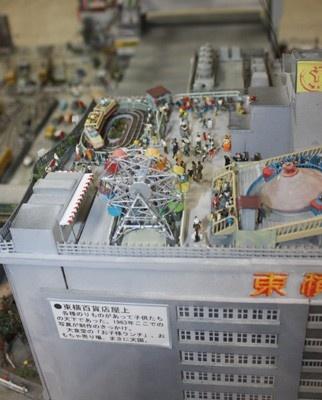 昭和30年代の渋谷駅東口の風景を精巧に再現したジオラマも展示