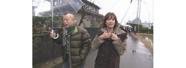笑福亭鶴瓶とゲストの水川あさみが福井を旅する