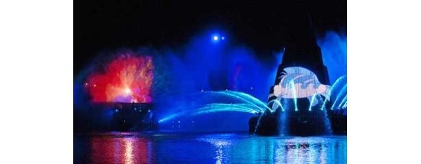 美しい海の世界を表したシーンでは、アリエルなどが登場する