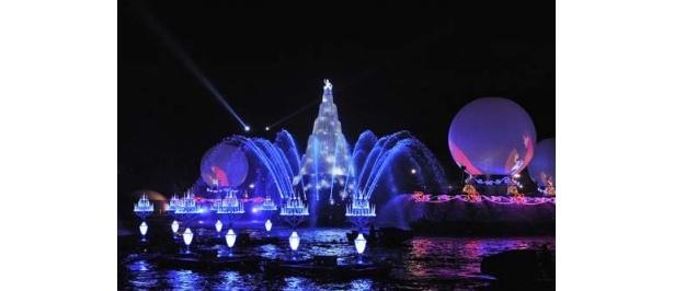お城の舞踏会のような世界が広がるシーンでは、真ん中にシンデレラが!