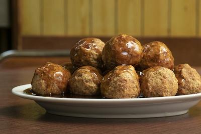 「肉の揚げだんご」(1,320円)。肉団子は13個で、甘酢ダレか塩味が選べる