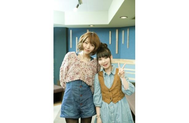 松前緒花を演じる伊藤かな恵(写真右)と押水菜子を演じる豊崎愛生(同左)