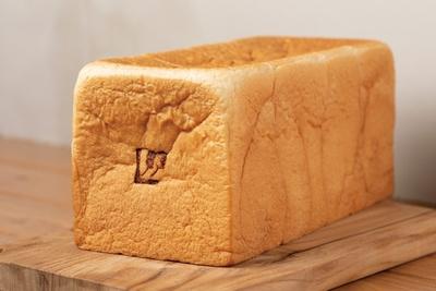 姉妹店のベーカリーカフェで焼いた食パンを6枚切りにして使用 / ラルジュ杁中