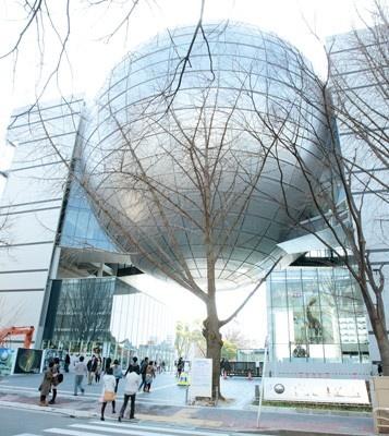 """今年3月、名古屋に""""世界最大のプラネタリウム""""が誕生! 開業直後には、チケットが昼頃には完売してしまうほど人気を集めている"""