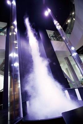 他にも3・4階を貫く高さ9メートルの人口竜巻を作り出す「竜巻ラボ」