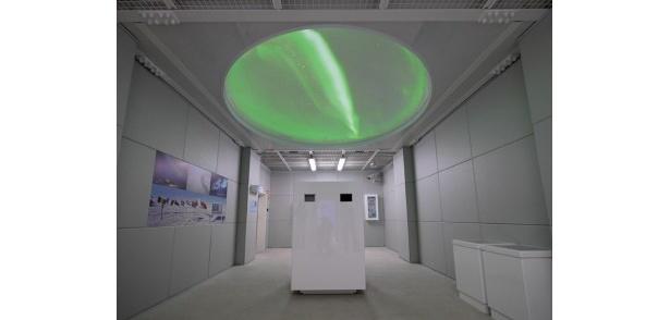 マイナス30度の極寒の部屋でオーロラの映像などが見られる「極寒ラボ」
