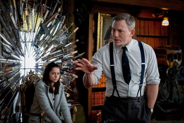 """「007」のエージェントから""""紳士探偵""""に!ダニエル・クレイグの新たな魅力が炸裂…!"""