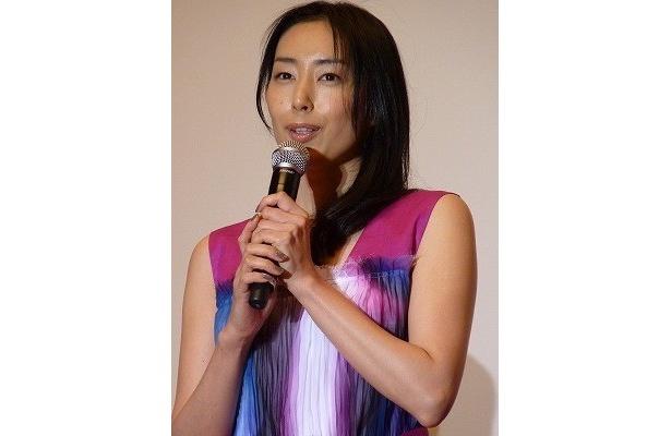 「頭をバカにして観てほしい」と話した赤塚の妻役・木村多江