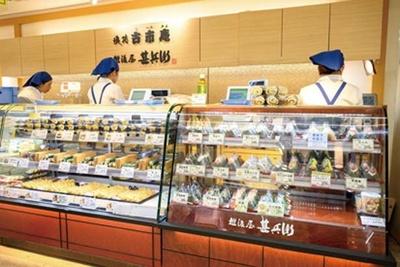 隣は寿司を販売する系列店「古市庵」なので、寿司もおにぎりも購入できる/越後屋甚兵衛 阪神梅田本店