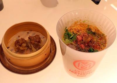 「Jikaei MENSHO」。コンセプトはWAGYU×RAMEN。「霜降和牛醤油らぁめん」や「ヴィーガン担々麺」をユニークな縦型の器で食べられる