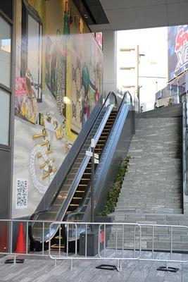 スペイン坂から10階まで階段が続く