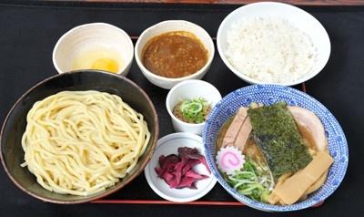 「六厘舎TOKYO」の「朝つけ」(630円)は、プラス180円でおかわり無料のご飯・生卵・納豆などが付く