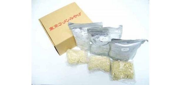 「麺や七彩」の「喜多方らーめん(醤油・3食入り)」(2550円)