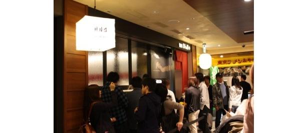 「麺処 ほん田」は休日の17時ごろ、約30分待ちだった