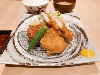 仔豚ちゃん定食(990円、ディナー時は1210円) / 三匹の黒豚