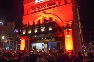 「浅草エキミセ」正面壁面前で実施したカウントダウンイベントの様子