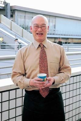 戸塚中継所の先でコーヒーを振る舞う片山さん。息子さんたちが自宅から入れたてを運ぶ!