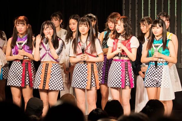 チームNに昇格した左から坂本夏海・山崎亜美瑠・貞野遥香・小林莉奈・菖蒲まりん