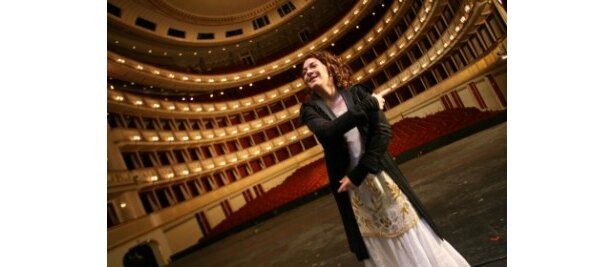 アルマは類い稀な美貌と音楽的才能に恵まれ、多くのアーティストを魅了した