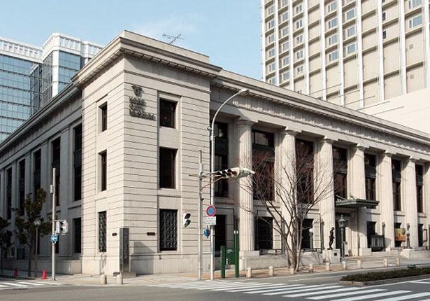 博物館のリニューアルに伴い無料開放された1階フロアに、ミュージアムショップも入る。神戸ゆかりの多彩なグッズが購入可/TOOTH TOOTH 凸凹茶房