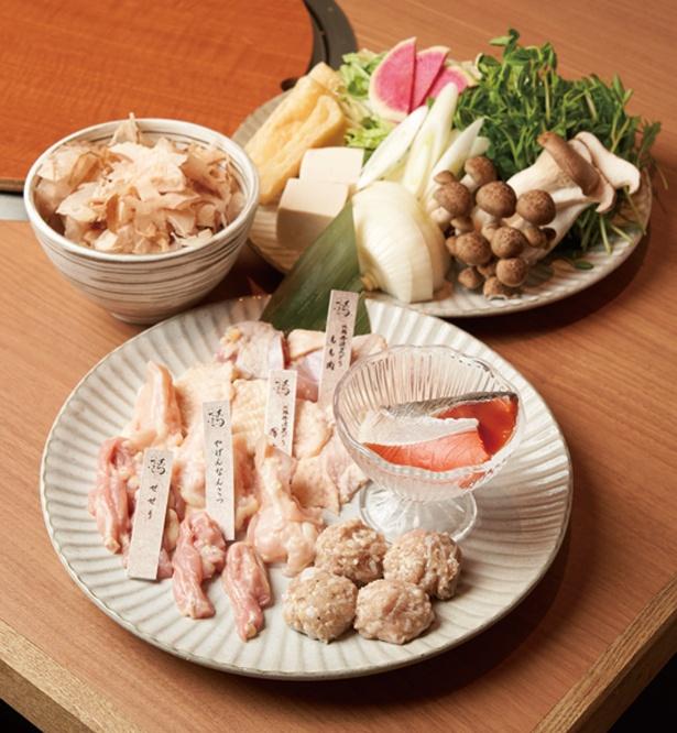 【写真を見る】メインの具となる鶏肉は、鍋では珍しいセセリやヤゲンなどの部位を使用/鶏一輪