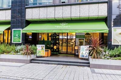 宇治抹茶専門店「OMATCHA SALON」内に併設されたテイクアウトブースで、全国でも数少ない日本茶専門のティースタンド/metcha matcha 淀屋橋