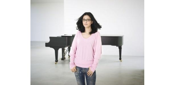 【写真】'08年8月よりNHK「みんなのうた」でも放送されている「手紙~拝啓 十五の君へ~」を歌うアンジェラ・アキ