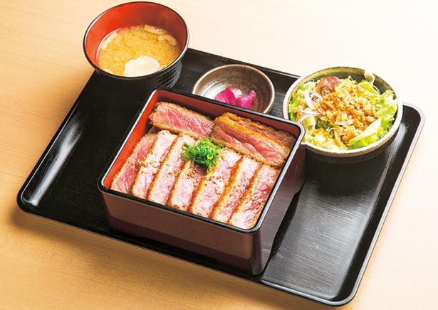 「京都ステーキ 南大門 錦店」カツ重¥2,750(税込)は19年春登場し人気のメニュー