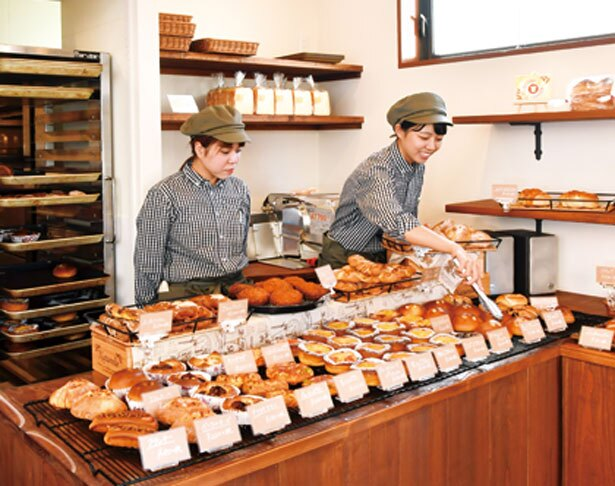 こぢんまりとした店内は、シェフの母親が営んでいた喫茶店を改装したもの/パン処 太陽