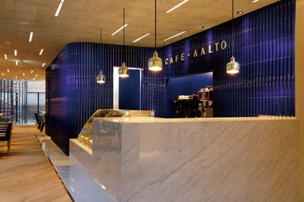 【写真を見る】フィンランドのデザインを体感できる店内/CAFE AALTO