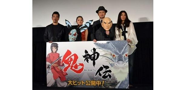 映画「鬼神伝」の初日舞台あいさつに出席した宇崎竜童、石原さとみ、中村獅童、福原美穂(写真左から)