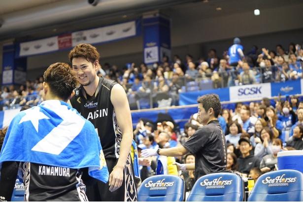 金丸選手の試合中の笑顔はレア。チームの雰囲気の良さが伺える