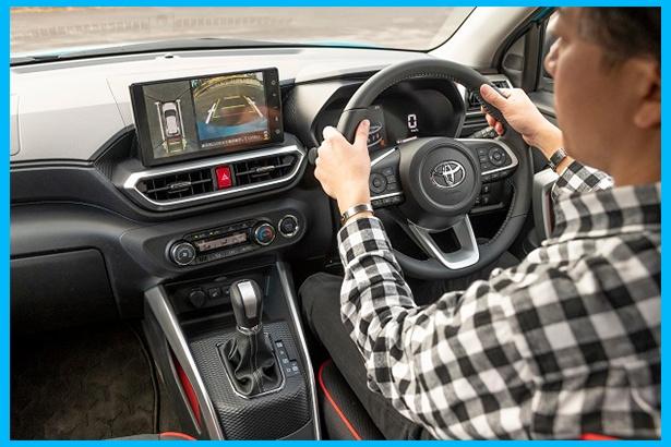 モニターを見て周囲の状況を確認できるので、狭い場所のバック駐車も余裕