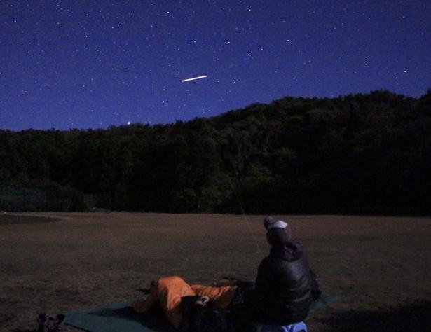 断熱マットのほかに、リクライニングチェアやコットなどを準備してくれるから、リラックスして星空観察が楽しめます