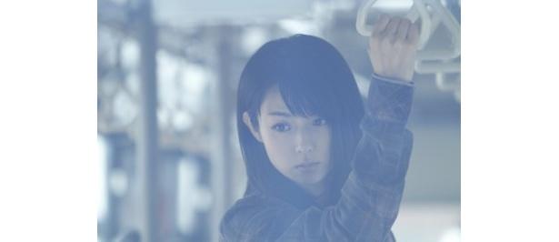 イタリアンレストランでソムリエとして働いている謎の美女・本間ユキを演じる深田恭子