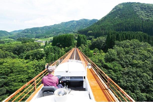 小さな列車に乗って約30分間のプチ旅行 / 高千穂 あまてらす鉄道
