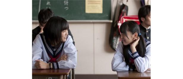 月子の友人役でAKB48、渡り廊下走り隊メンバーの多田愛佳も出演