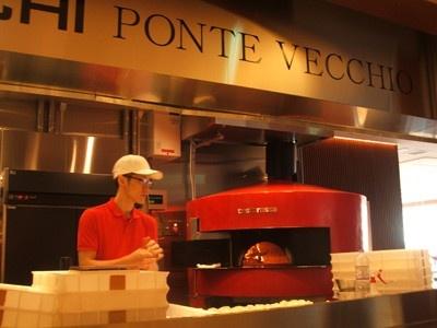 「エキ ポンテベッキオ ア オオサカ」で使うピザ窯はイタリアのアクント社製