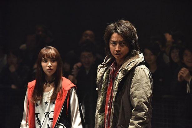 カイジ(藤原竜也)と関水渚演じる新キャラクターの桐野加奈子