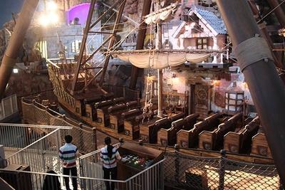 嵐の中を行く海賊船に乗った気分を味わえる「ポート・オブ・パイレーツ」