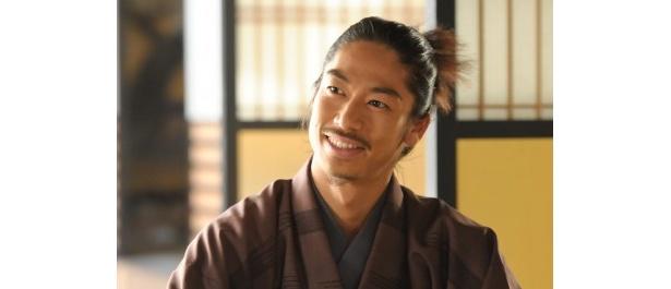 江の2番目の夫を演じるEXILE・AKIRAは「江は理想の女性」と笑顔で語る
