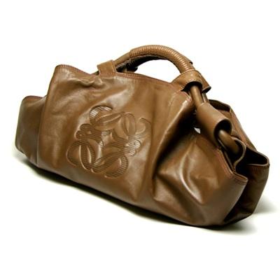 大人気「ロエベ ナッパアイレ ハンドバッグ」は買えば17万8000円(参考価格)!